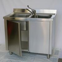 Immagine di un lavello inox armadiato con 2 vasche.